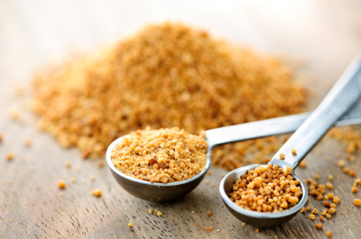 coconut-sugar-in-measuring-spoons